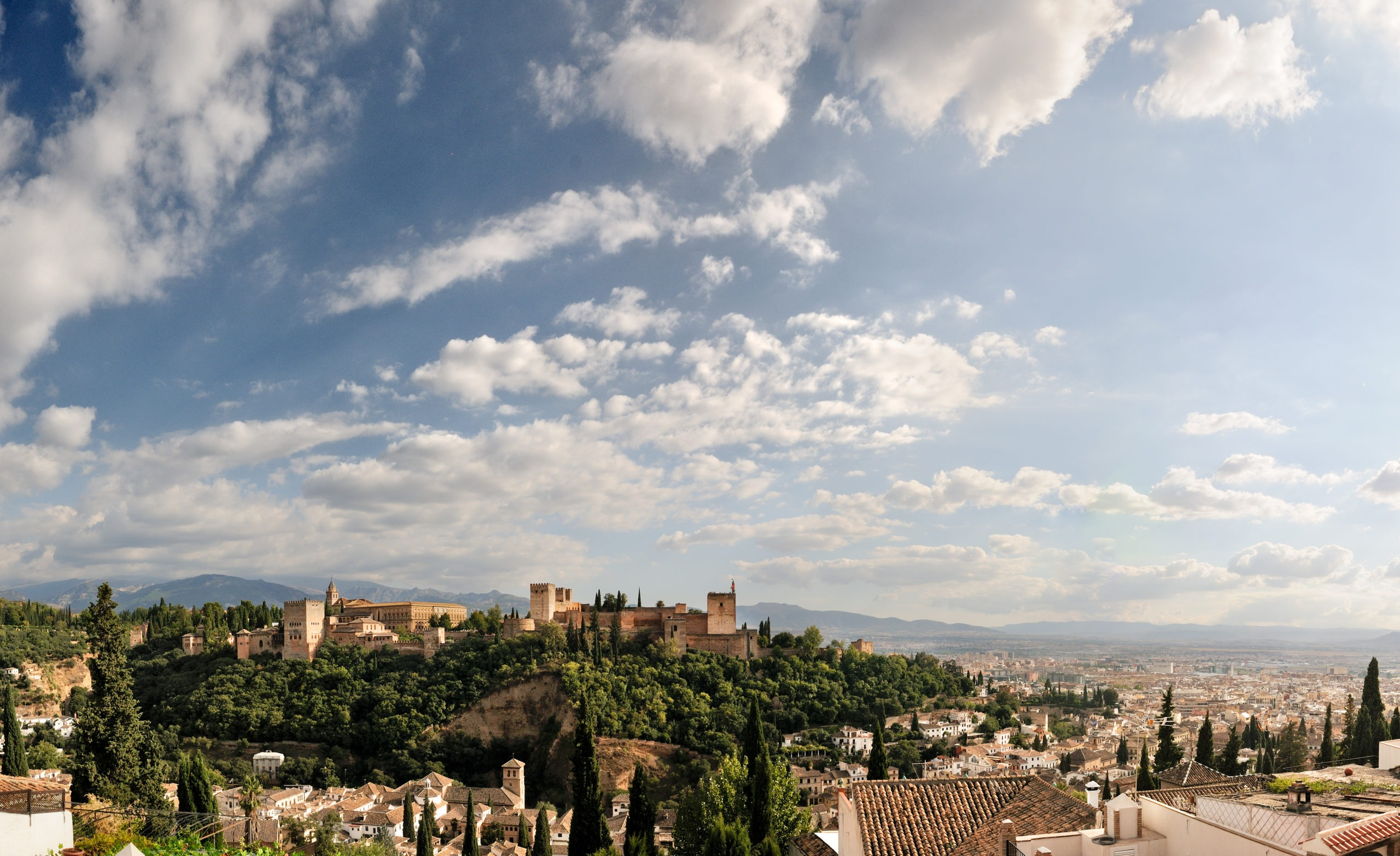 alhambra-and-granada-with-blue-sky