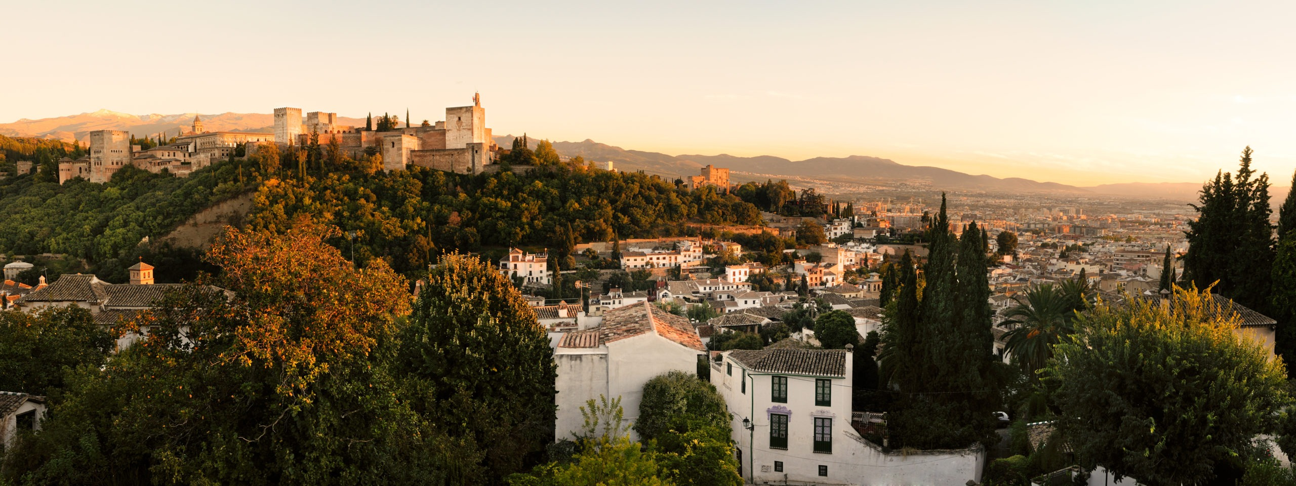 landscape-of-alhambra-and-granada-at-sunset
